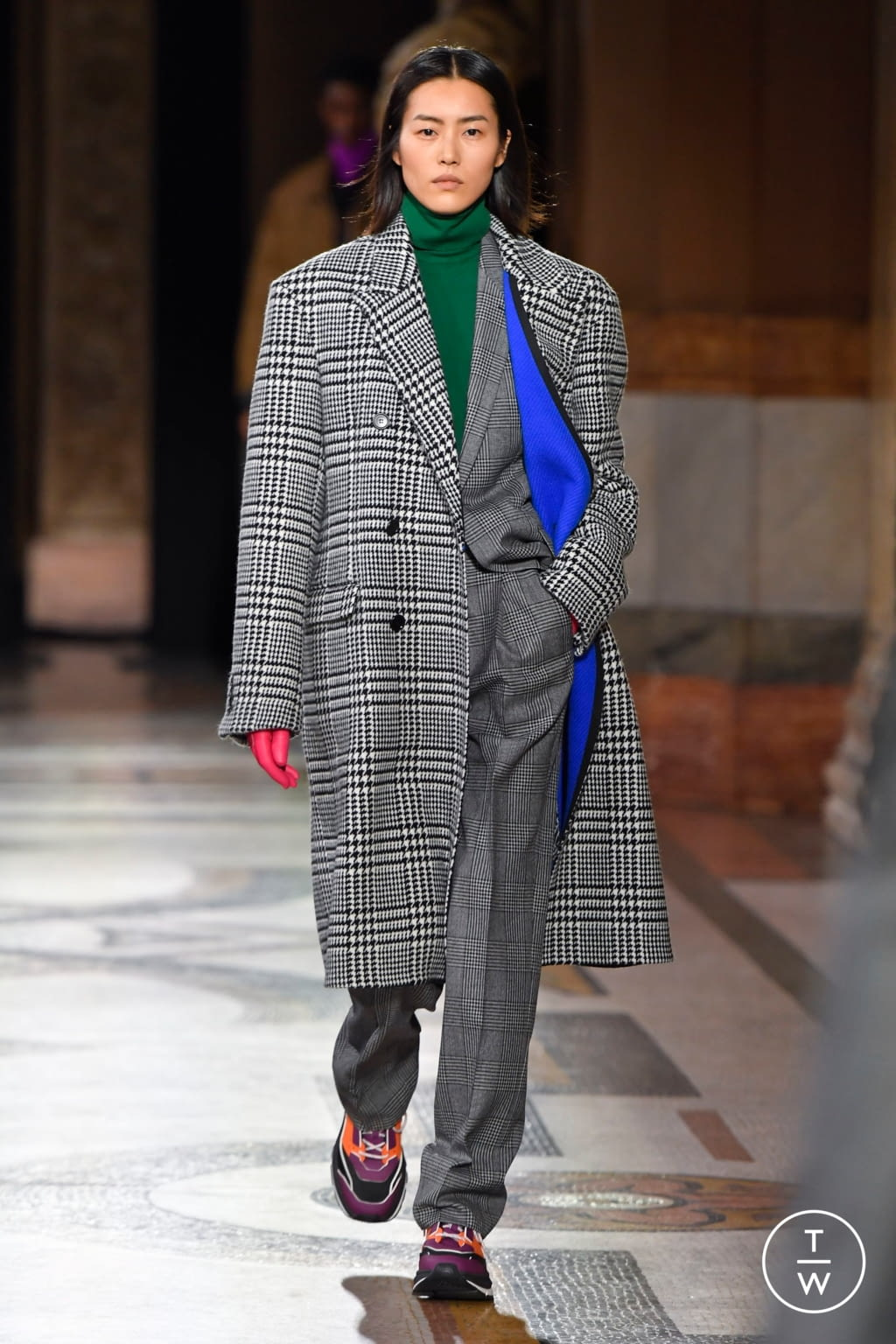 Fashion Week Paris Fall/Winter 2020 look 19 from the Berluti collection 男装
