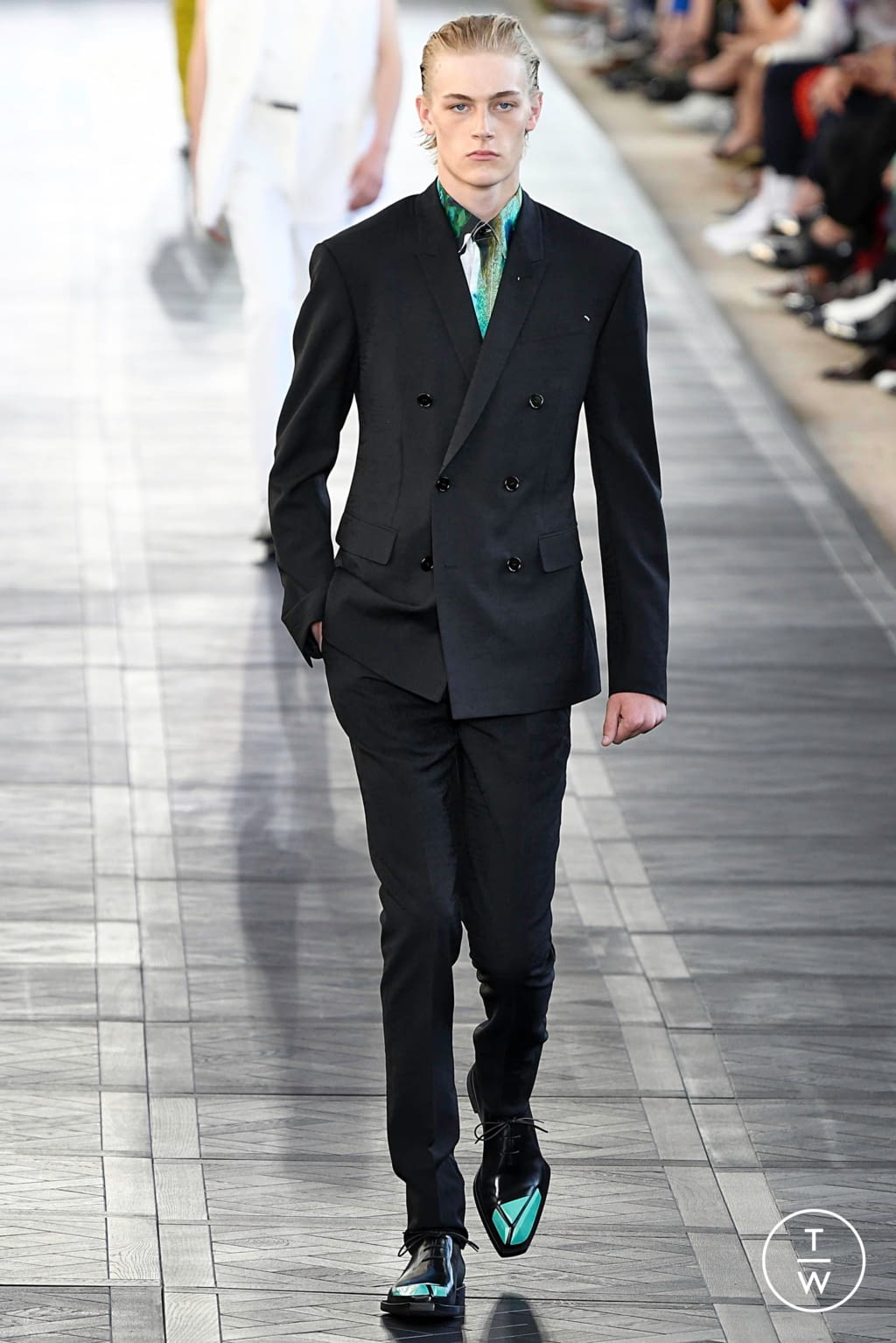 Fashion Week Paris Spring/Summer 2020 look 1 from the Berluti collection 男装
