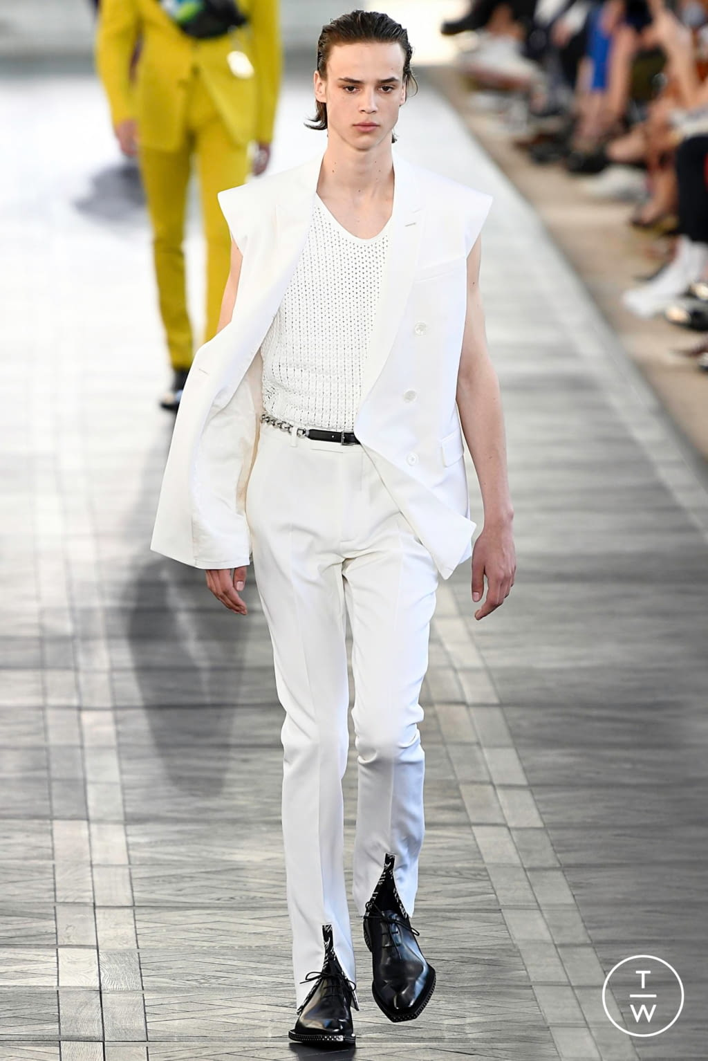 Fashion Week Paris Spring/Summer 2020 look 2 from the Berluti collection 男装