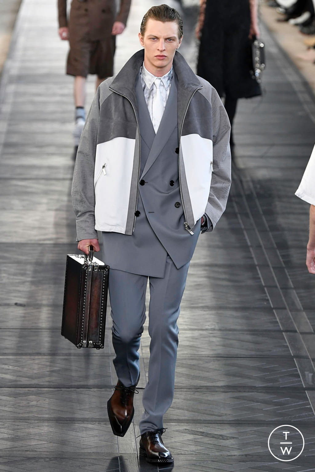 Fashion Week Paris Spring/Summer 2020 look 22 from the Berluti collection 男装