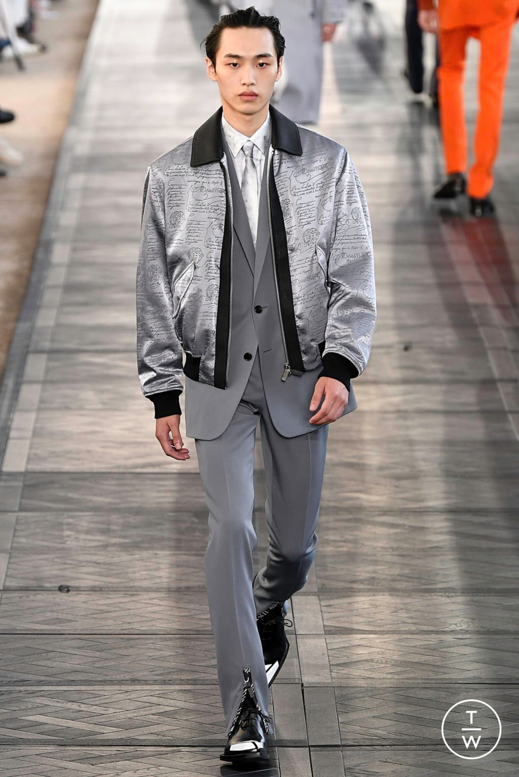 Fashion Week Paris Spring/Summer 2020 look 29 from the Berluti collection 男装