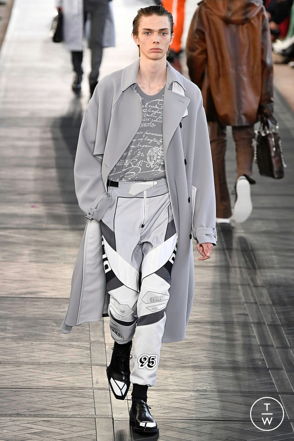 Fashion Week Paris Spring/Summer 2020 look 30 from the Berluti collection menswear