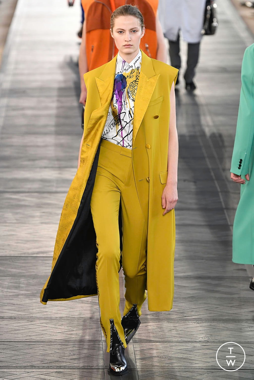Fashion Week Paris Spring/Summer 2020 look 33 from the Berluti collection menswear