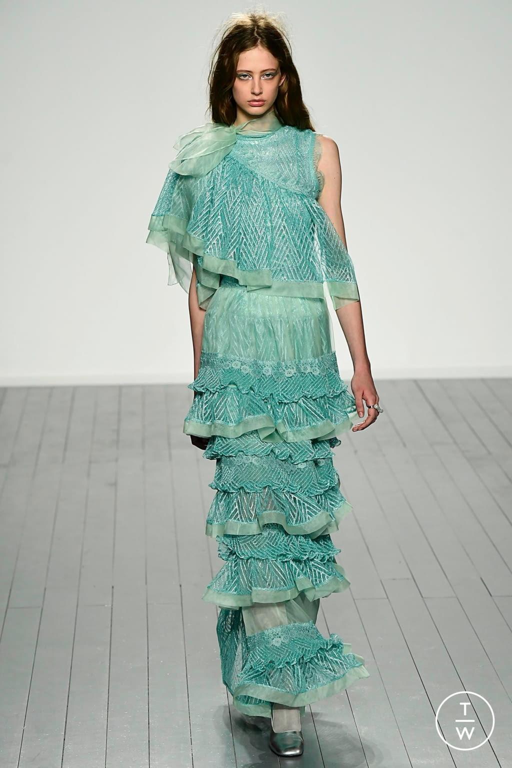 Fashion Week London Fall/Winter 2019 look 33 from the Bora Aksu collection 女装