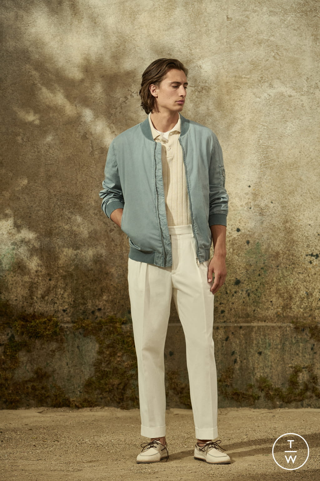Fashion Week Milan Spring/Summer 2022 look 21 from the Brunello Cucinelli collection menswear