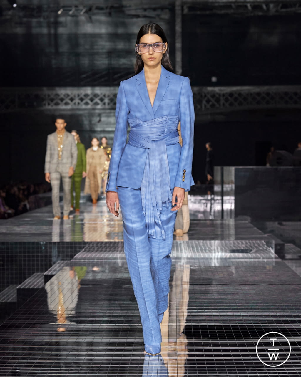Fashion Week London Fall/Winter 2020 look 25 from the Burberry collection womenswear