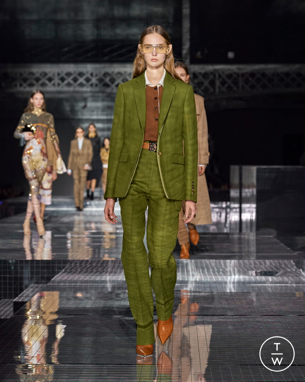 Fashion Week London Fall/Winter 2020 look 28 from the Burberry collection womenswear