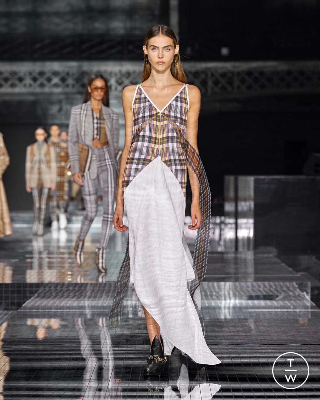 Fashion Week London Fall/Winter 2020 look 43 from the Burberry collection womenswear