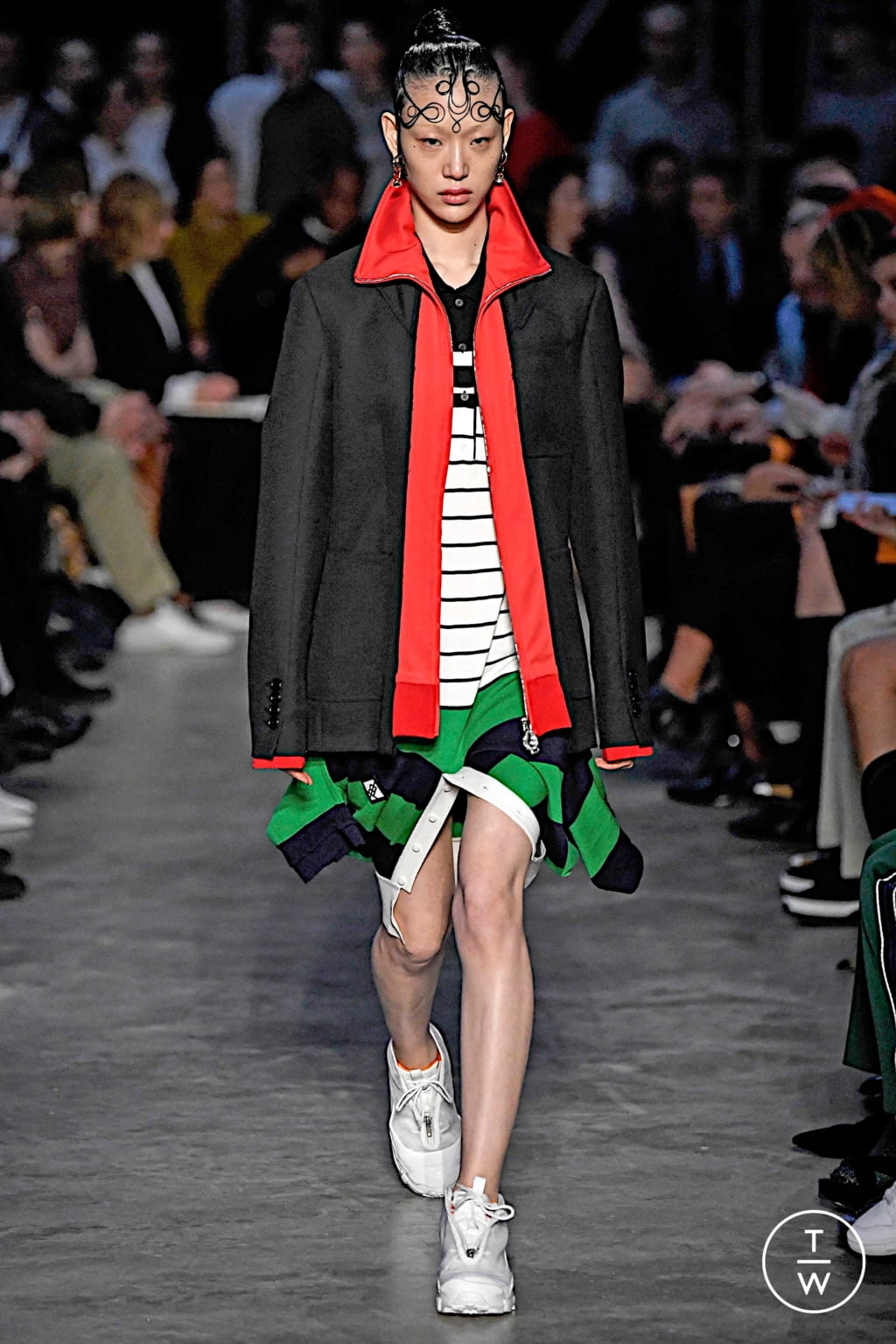 Fashion Week London Fall/Winter 2019 look 1 from the Burberry collection womenswear
