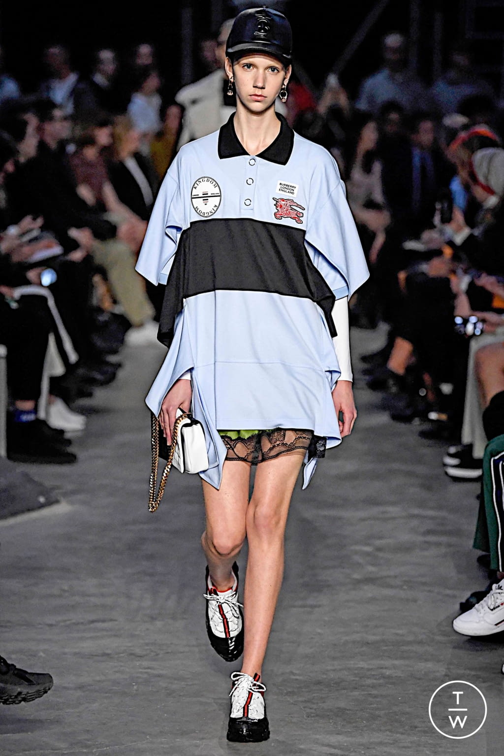 Fashion Week London Fall/Winter 2019 look 4 from the Burberry collection womenswear