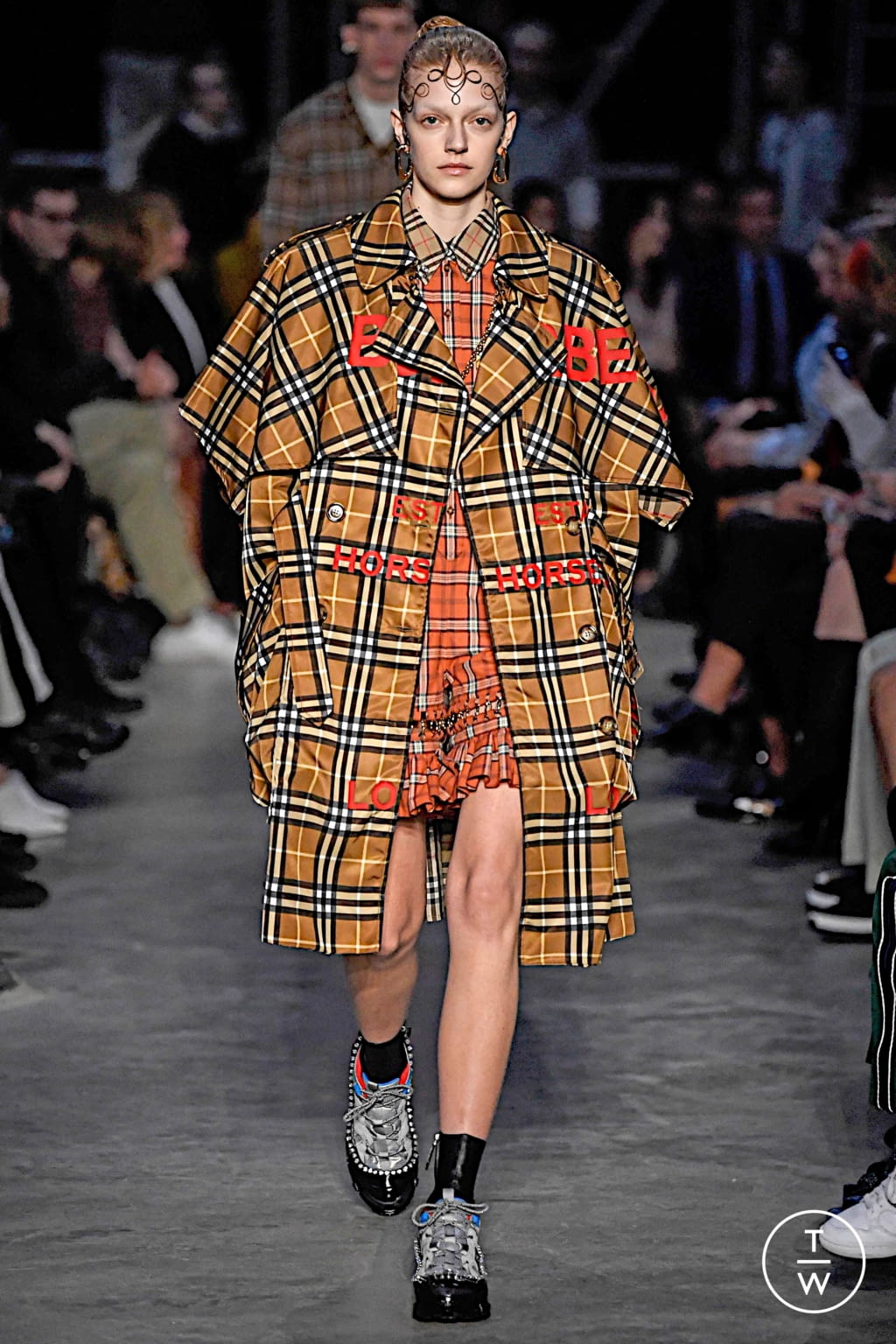 Fashion Week London Fall/Winter 2019 look 14 from the Burberry collection womenswear