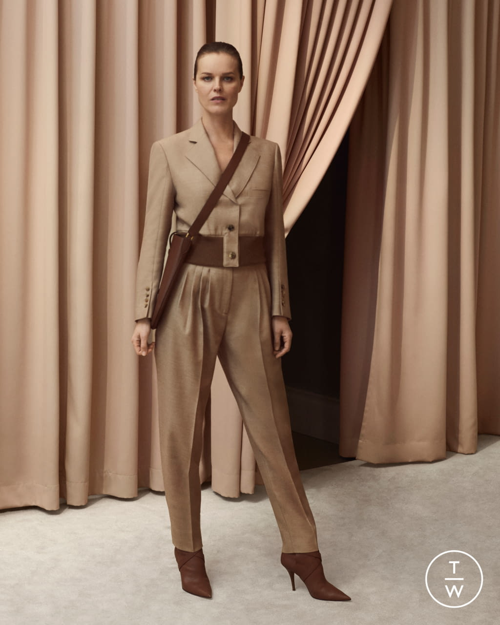 Fashion Week London Resort 2020 look 2 from the Burberry collection womenswear