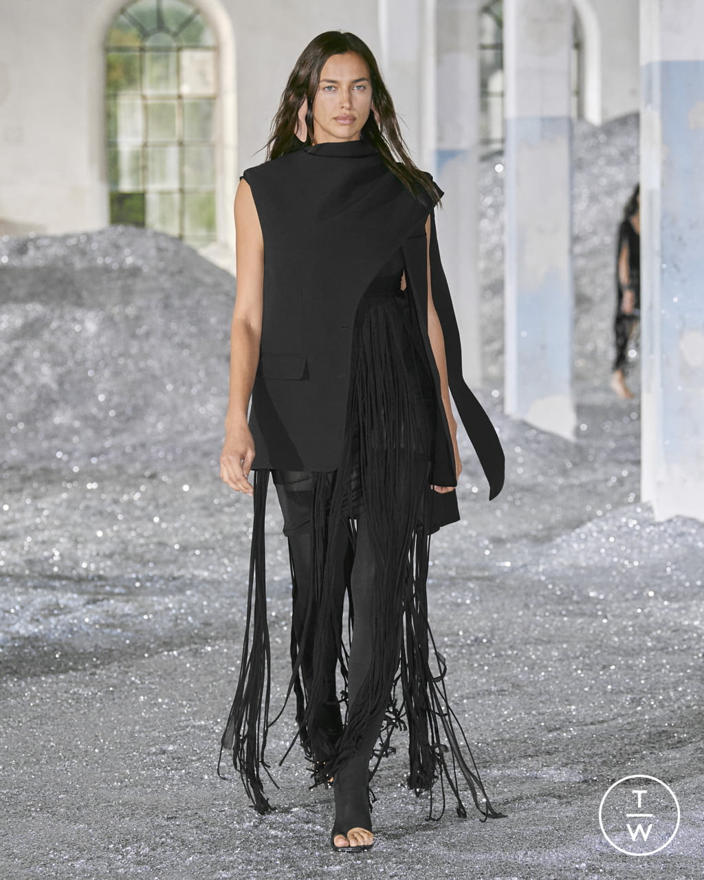 Fashion Week London Spring/Summer 2022 look 93 from the Burberry collection womenswear