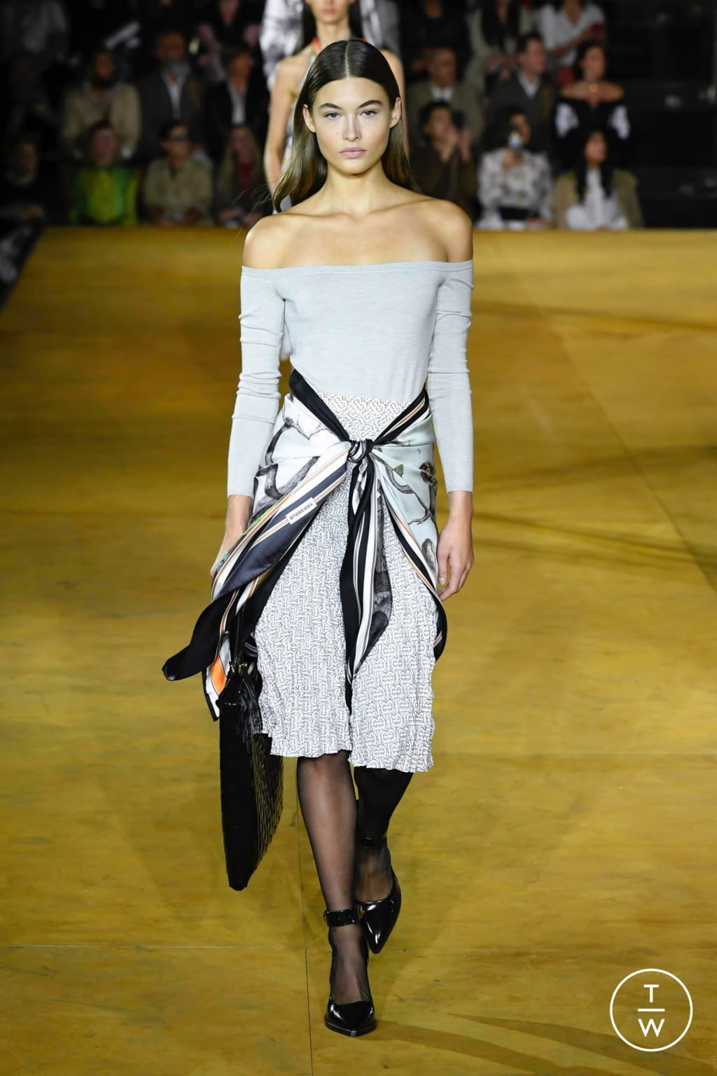 Fashion Week London Spring/Summer 2020 look 11 from the Burberry collection womenswear