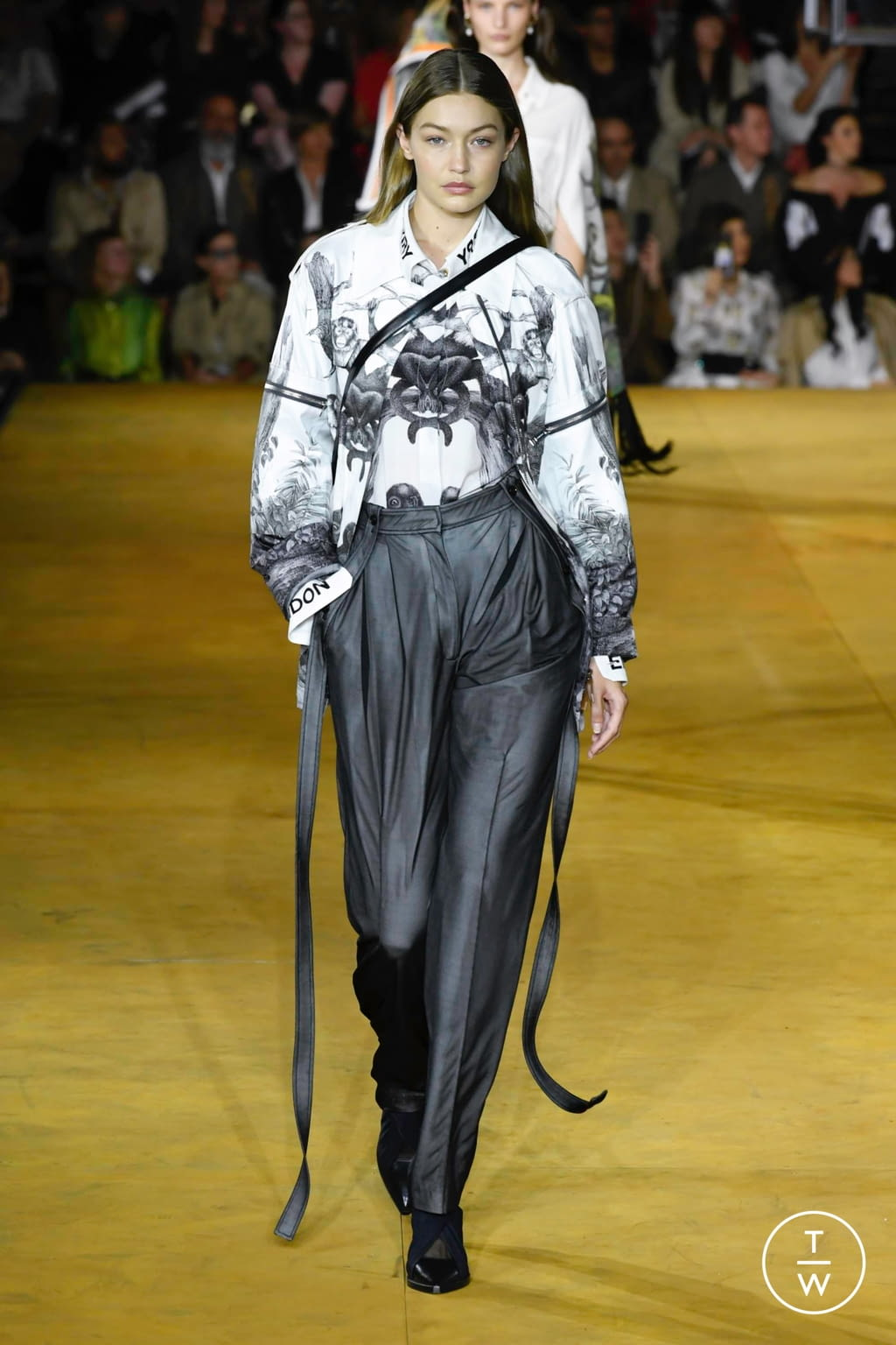Fashion Week London Spring/Summer 2020 look 13 from the Burberry collection womenswear