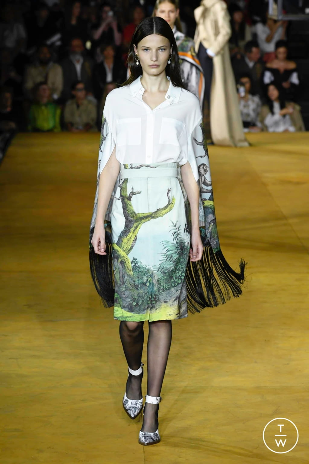 Fashion Week London Spring/Summer 2020 look 14 from the Burberry collection womenswear
