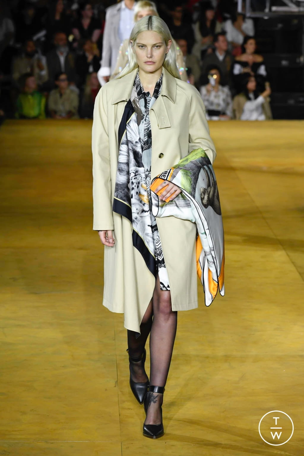 Fashion Week London Spring/Summer 2020 look 18 from the Burberry collection womenswear