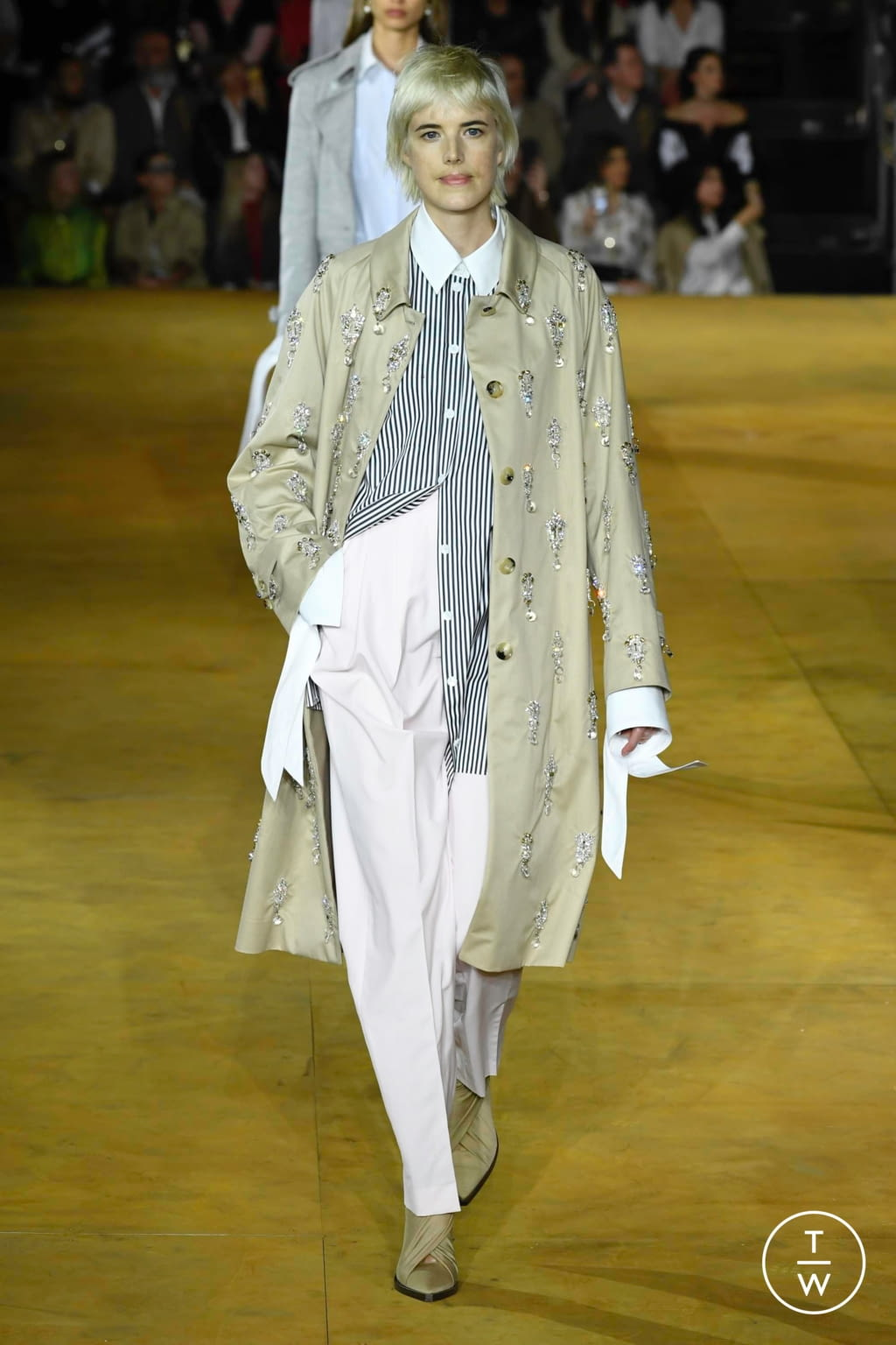 Fashion Week London Spring/Summer 2020 look 19 from the Burberry collection womenswear