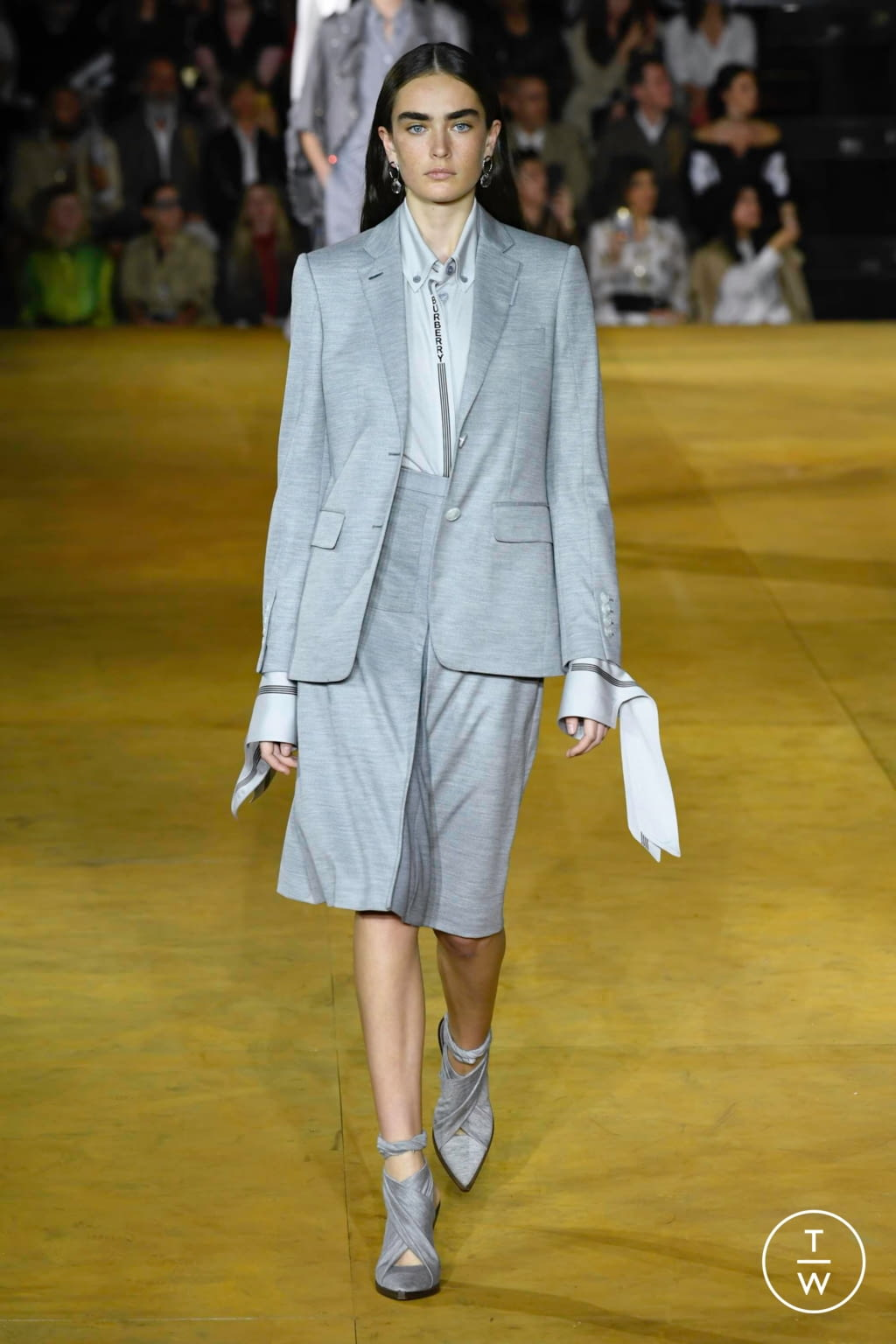 Fashion Week London Spring/Summer 2020 look 21 from the Burberry collection womenswear