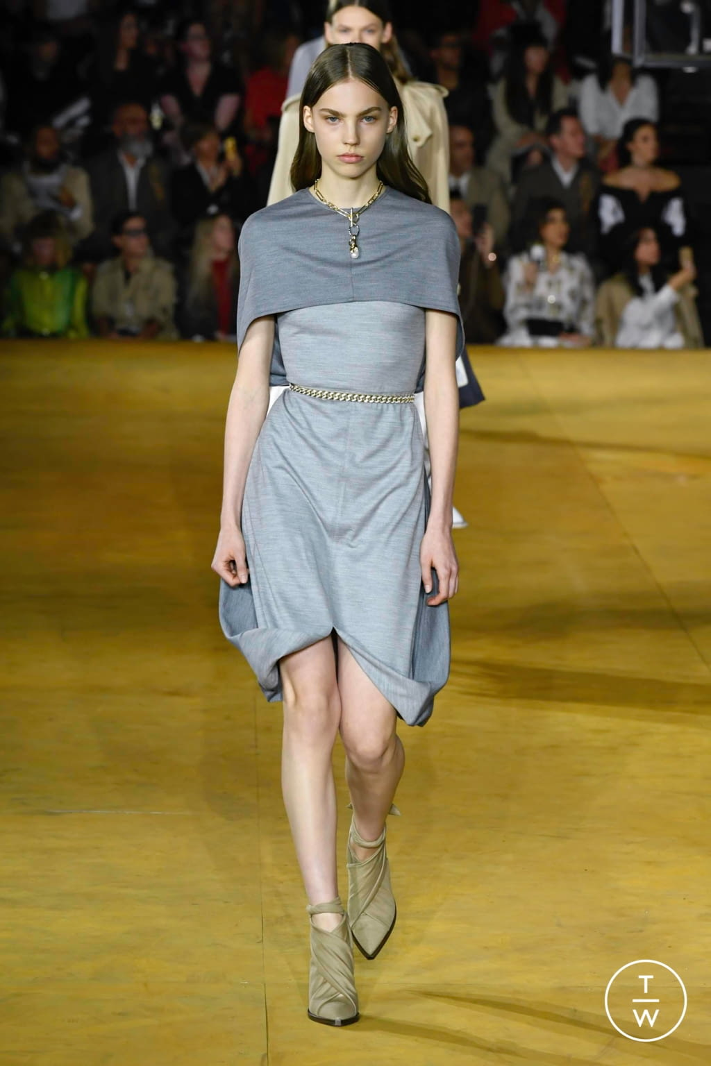 Fashion Week London Spring/Summer 2020 look 24 from the Burberry collection womenswear