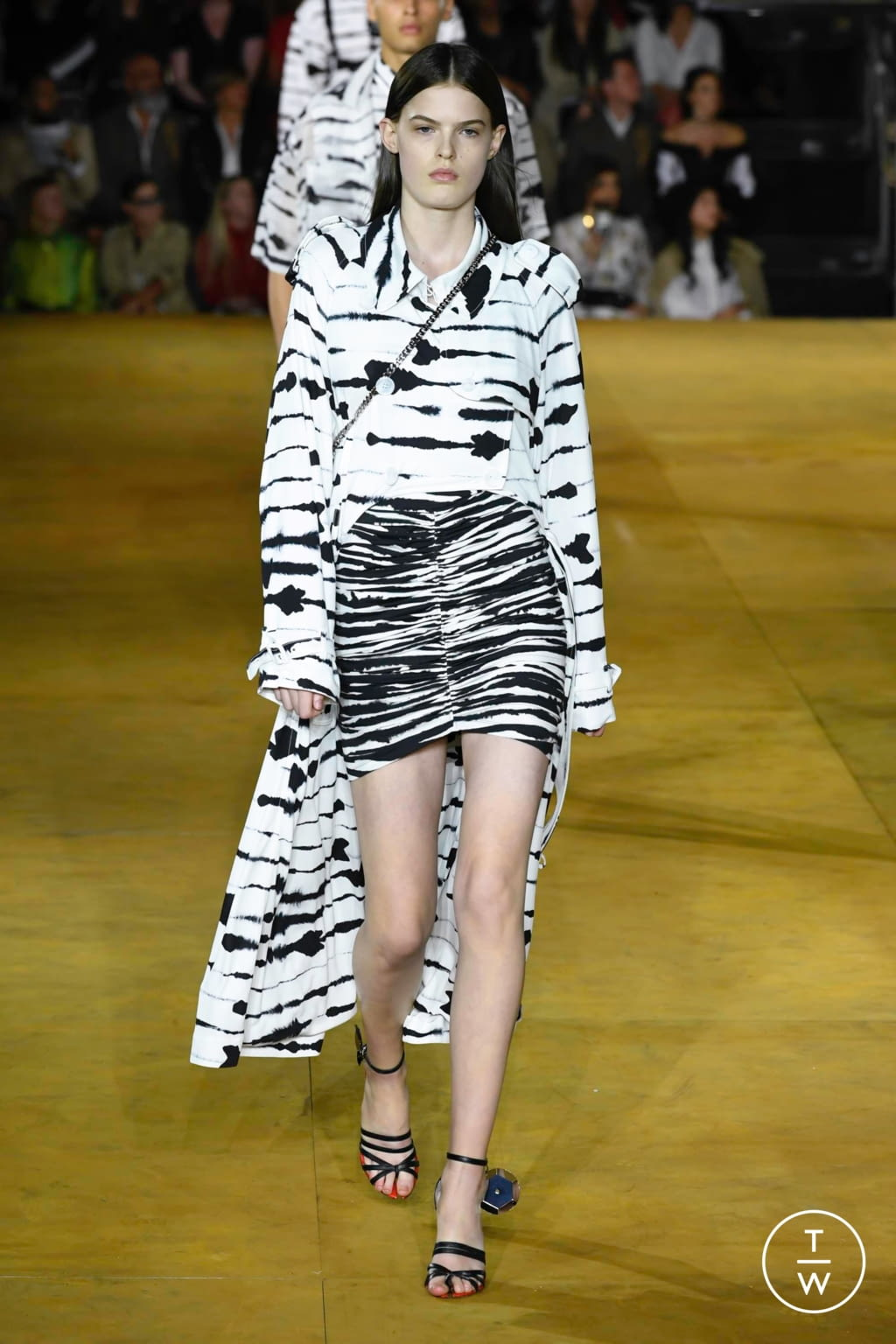 Fashion Week London Spring/Summer 2020 look 61 from the Burberry collection womenswear
