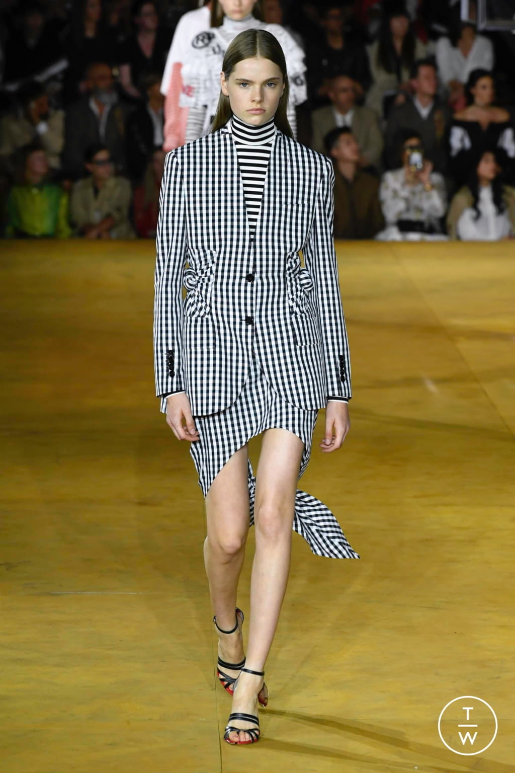 Fashion Week London Spring/Summer 2020 look 71 from the Burberry collection womenswear