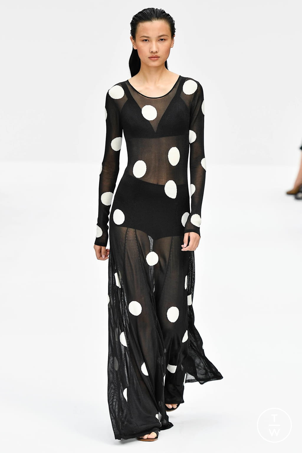 Fashion Week New York Spring/Summer 2020 look 24 from the Carolina Herrera collection womenswear