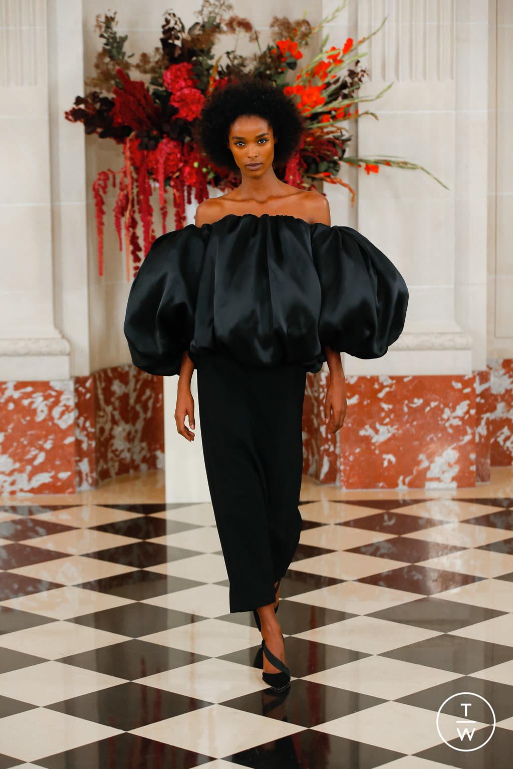 Fashion Week New York Spring/Summer 2022 look 47 from the Carolina Herrera collection womenswear