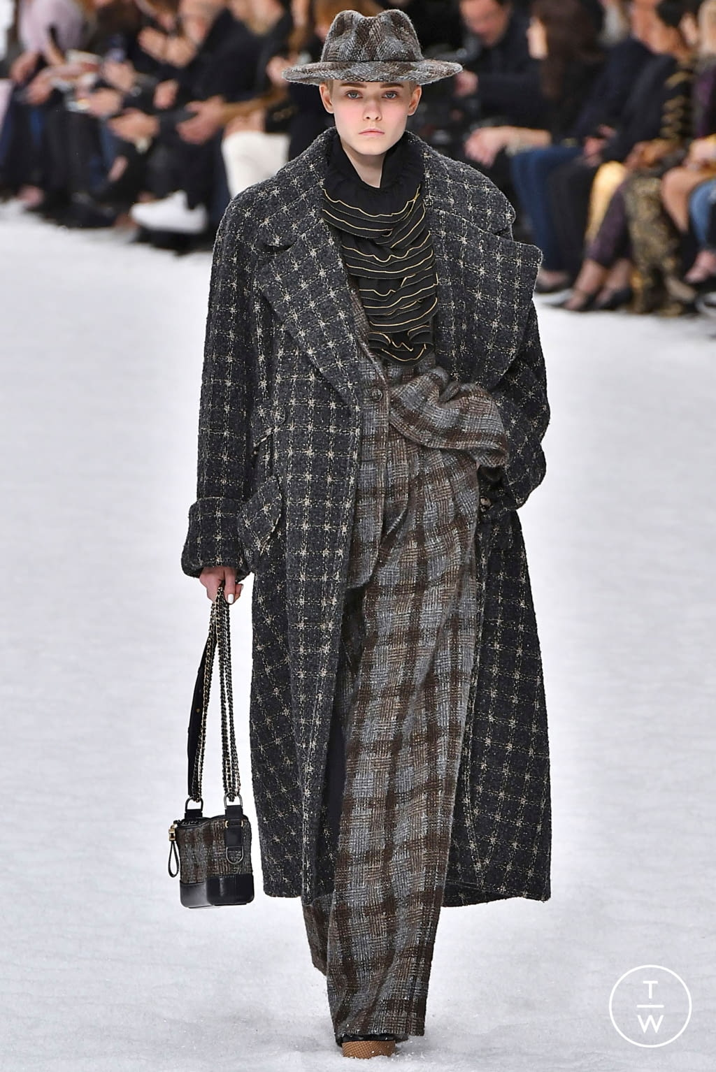 Fashion Week Paris Fall/Winter 2019 look 3 from the Chanel collection womenswear