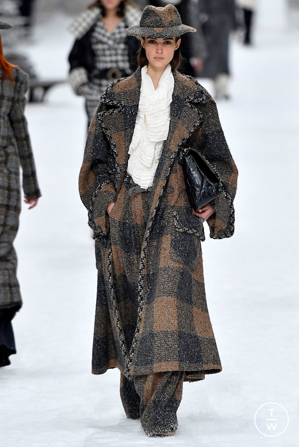 Fashion Week Paris Fall/Winter 2019 look 4 from the Chanel collection womenswear