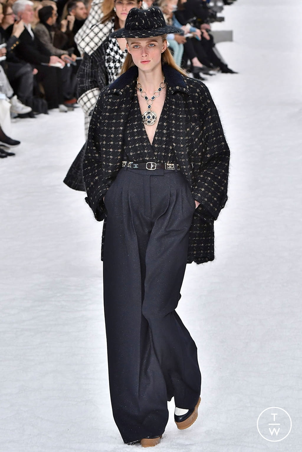 Fashion Week Paris Fall/Winter 2019 look 6 from the Chanel collection womenswear