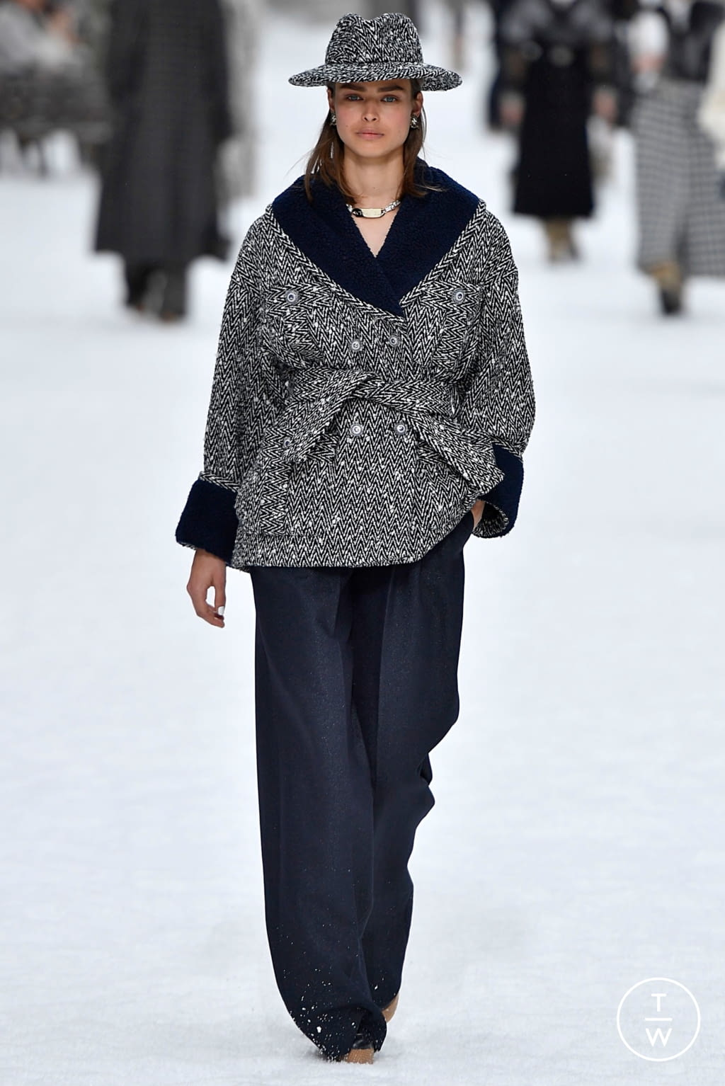 Fashion Week Paris Fall/Winter 2019 look 11 de la collection Chanel womenswear