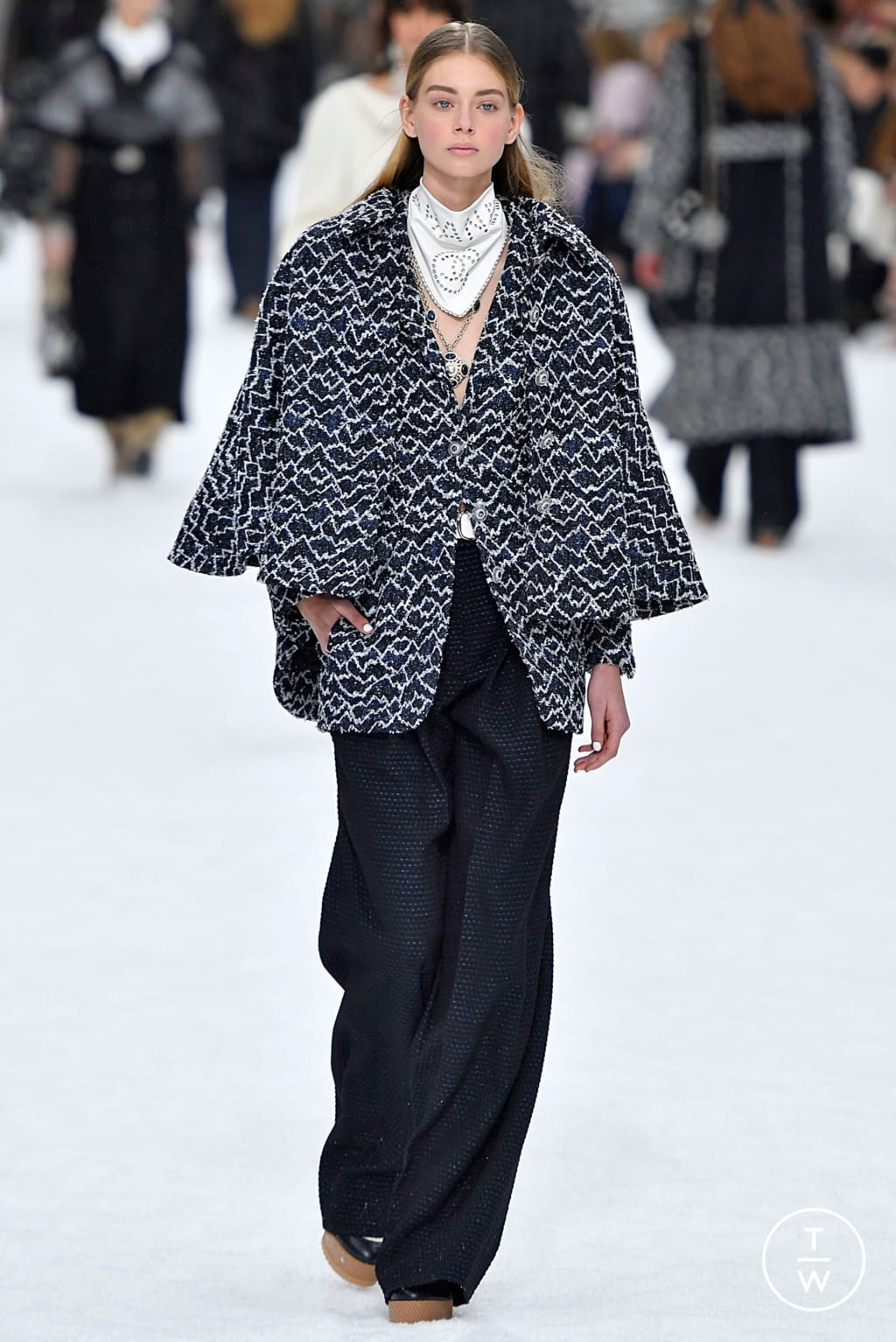 Fashion Week Paris Fall/Winter 2019 look 12 de la collection Chanel womenswear