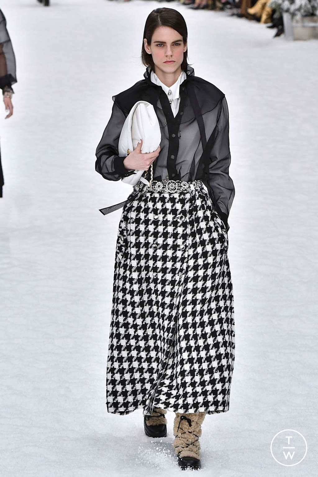 Fashion Week Paris Fall/Winter 2019 look 14 from the Chanel collection womenswear