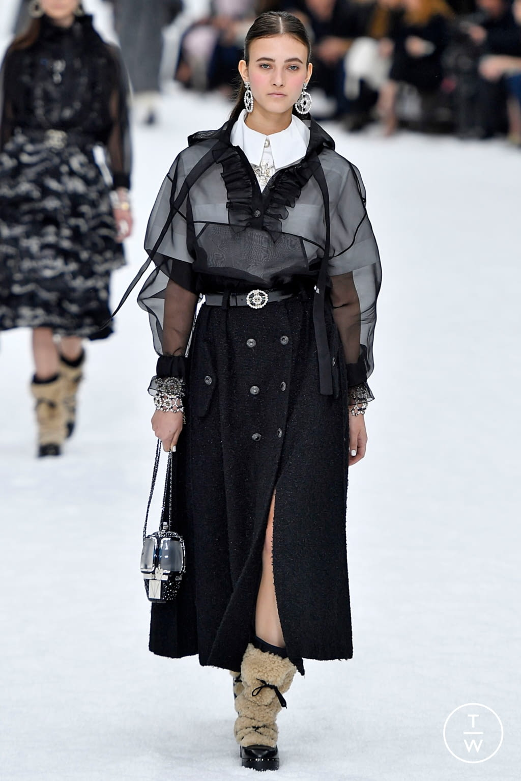 Fashion Week Paris Fall/Winter 2019 look 15 from the Chanel collection womenswear