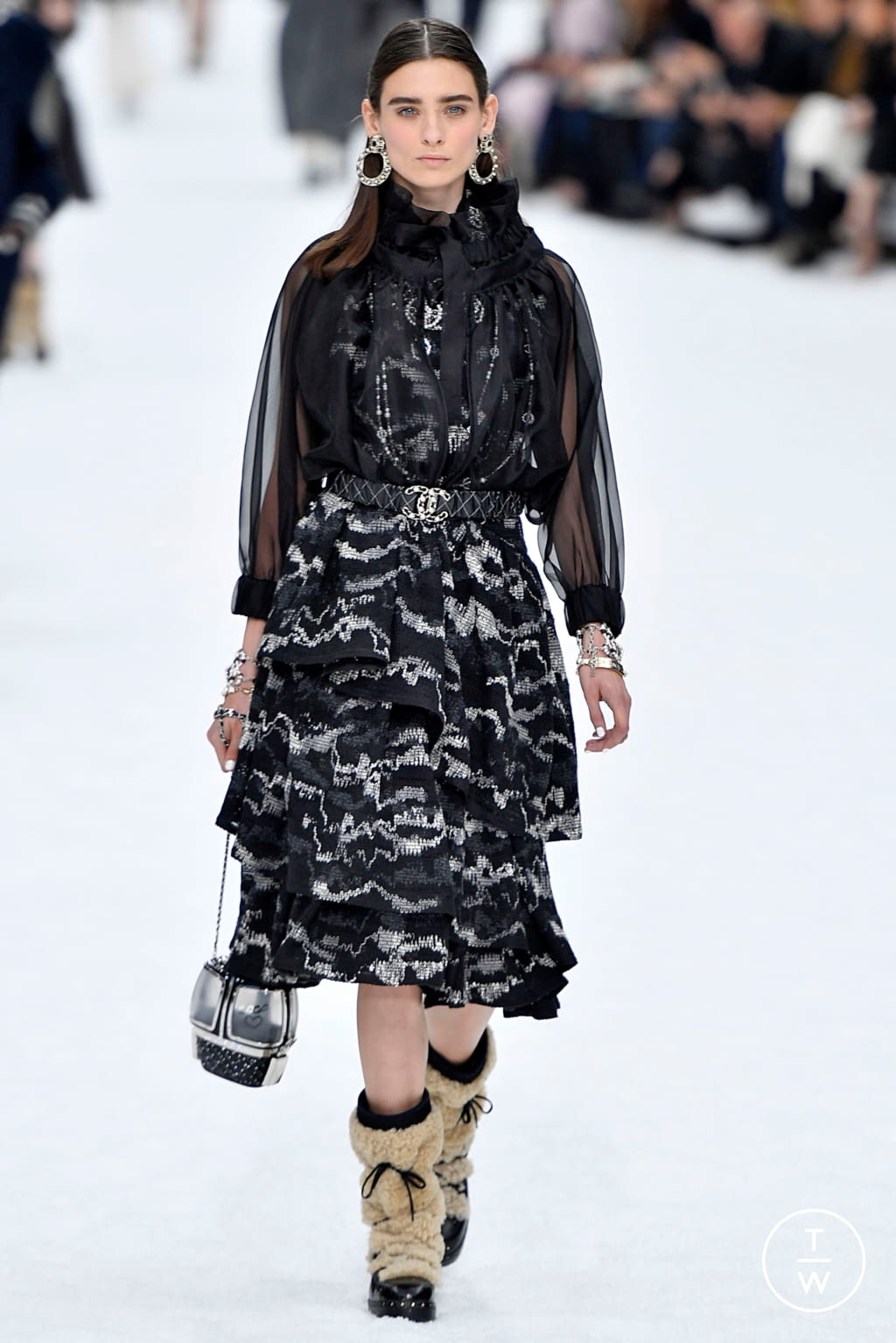 Fashion Week Paris Fall/Winter 2019 look 16 from the Chanel collection womenswear