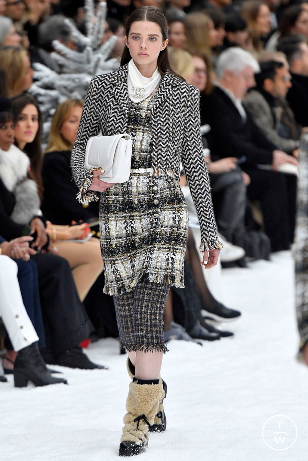 Fashion Week Paris Fall/Winter 2019 look 20 from the Chanel collection womenswear