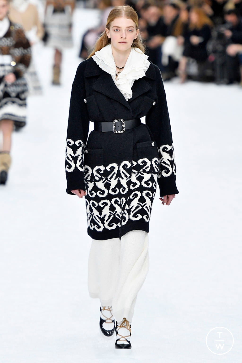 Fashion Week Paris Fall/Winter 2019 look 21 from the Chanel collection womenswear
