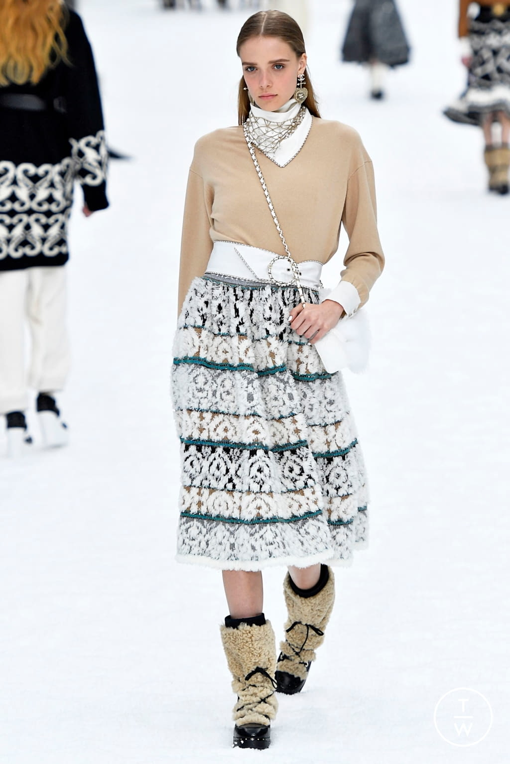 Fashion Week Paris Fall/Winter 2019 look 23 from the Chanel collection womenswear