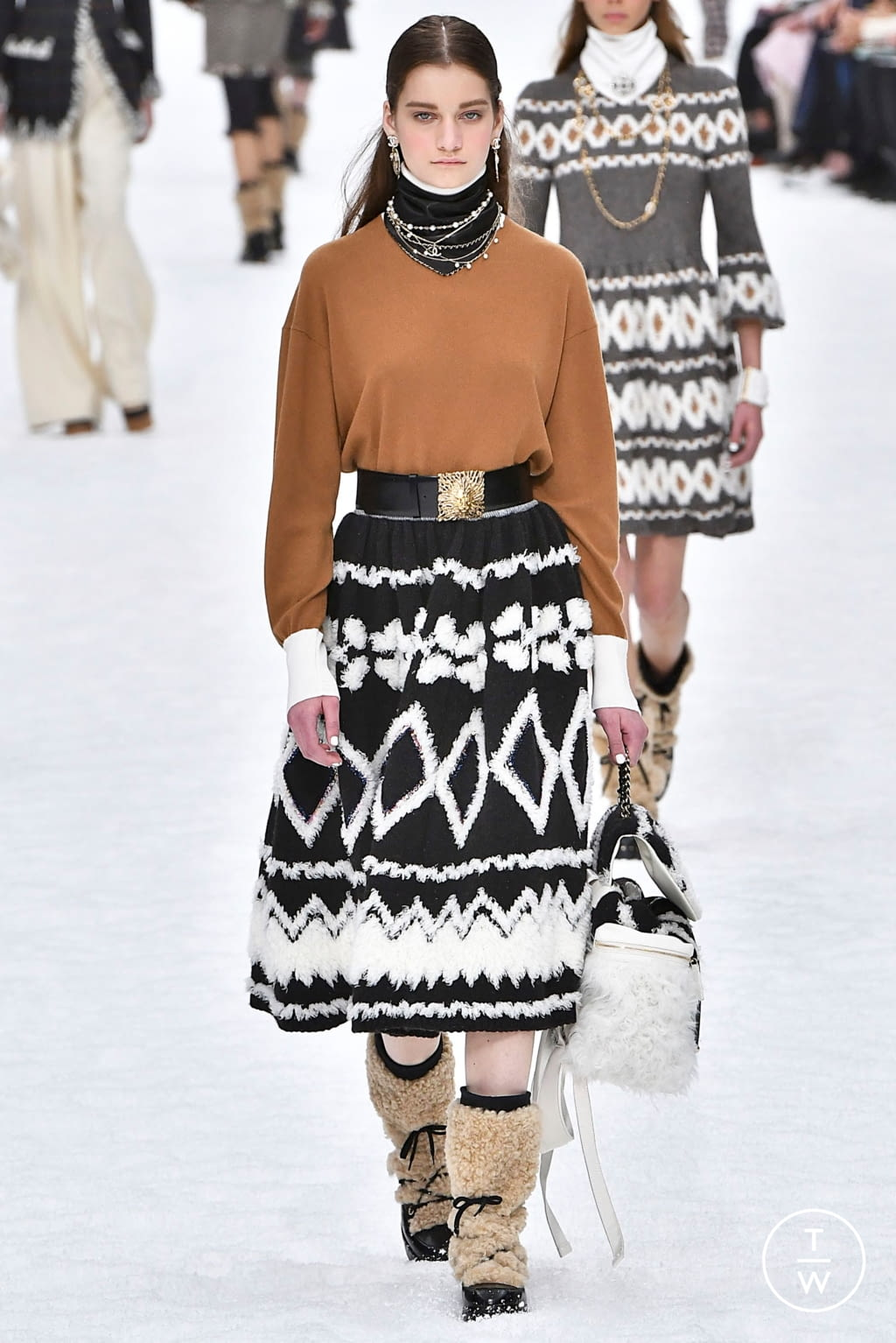Fashion Week Paris Fall/Winter 2019 look 25 from the Chanel collection womenswear
