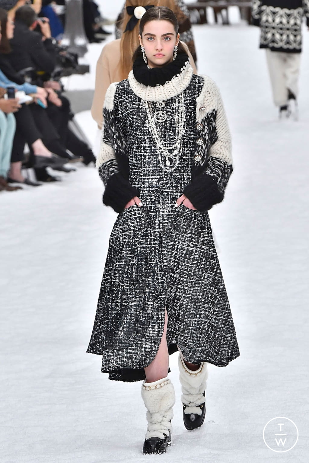 Fashion Week Paris Fall/Winter 2019 look 27 from the Chanel collection womenswear