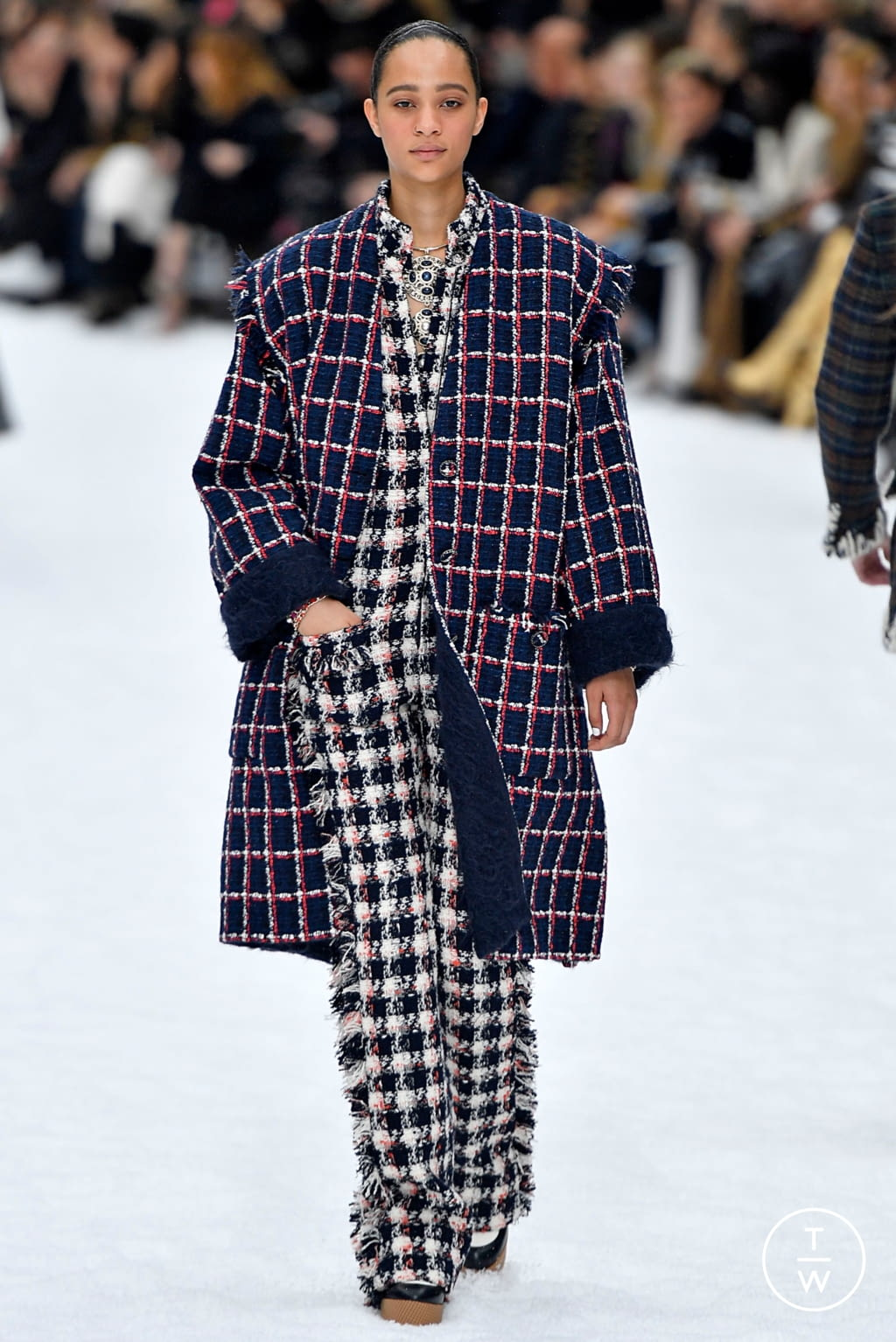Fashion Week Paris Fall/Winter 2019 look 30 from the Chanel collection womenswear