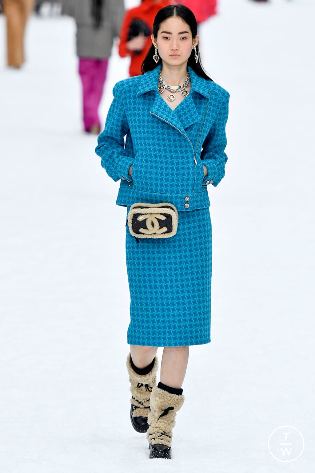 Fashion Week Paris Fall/Winter 2019 look 43 from the Chanel collection womenswear