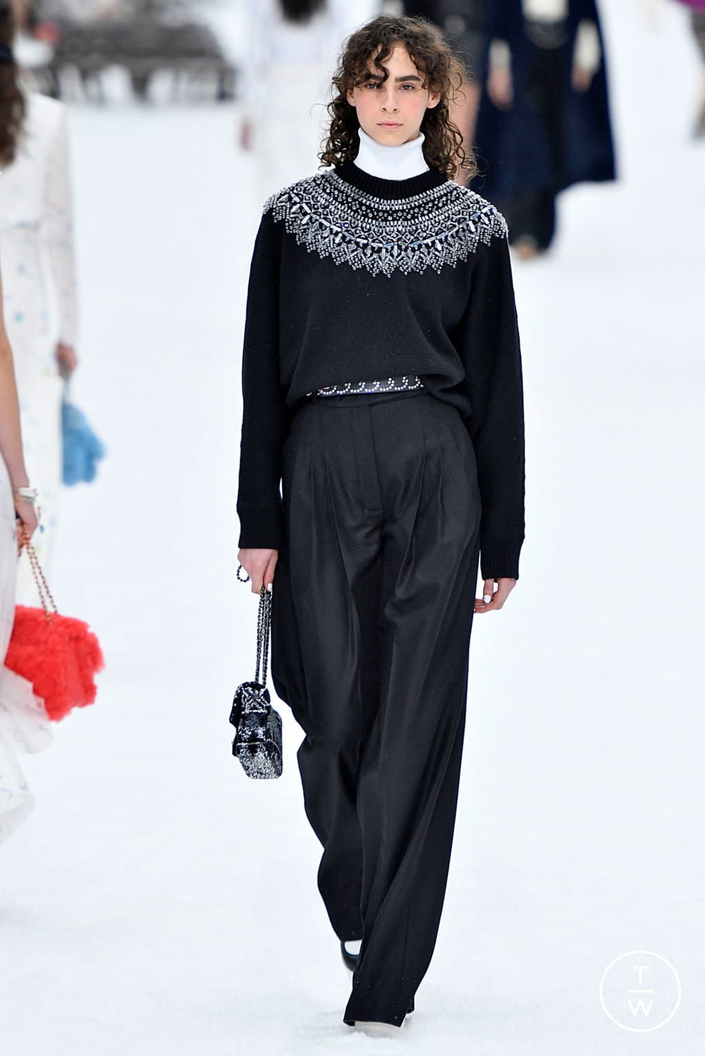 Fashion Week Paris Fall/Winter 2019 look 54 from the Chanel collection womenswear
