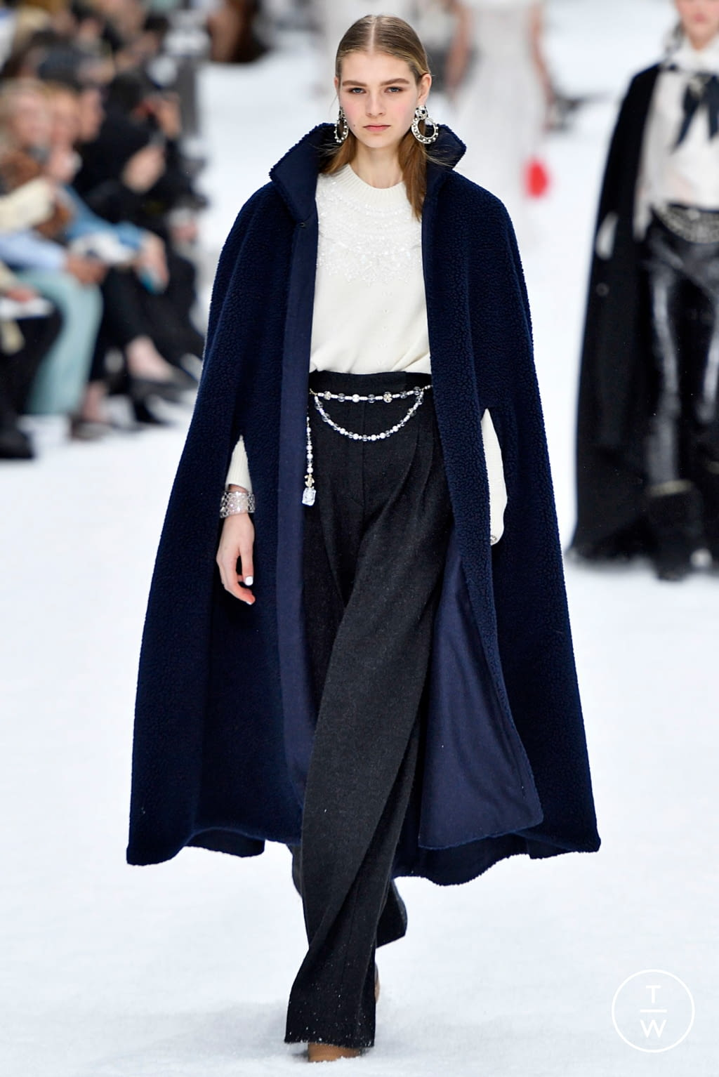 Fashion Week Paris Fall/Winter 2019 look 56 from the Chanel collection womenswear