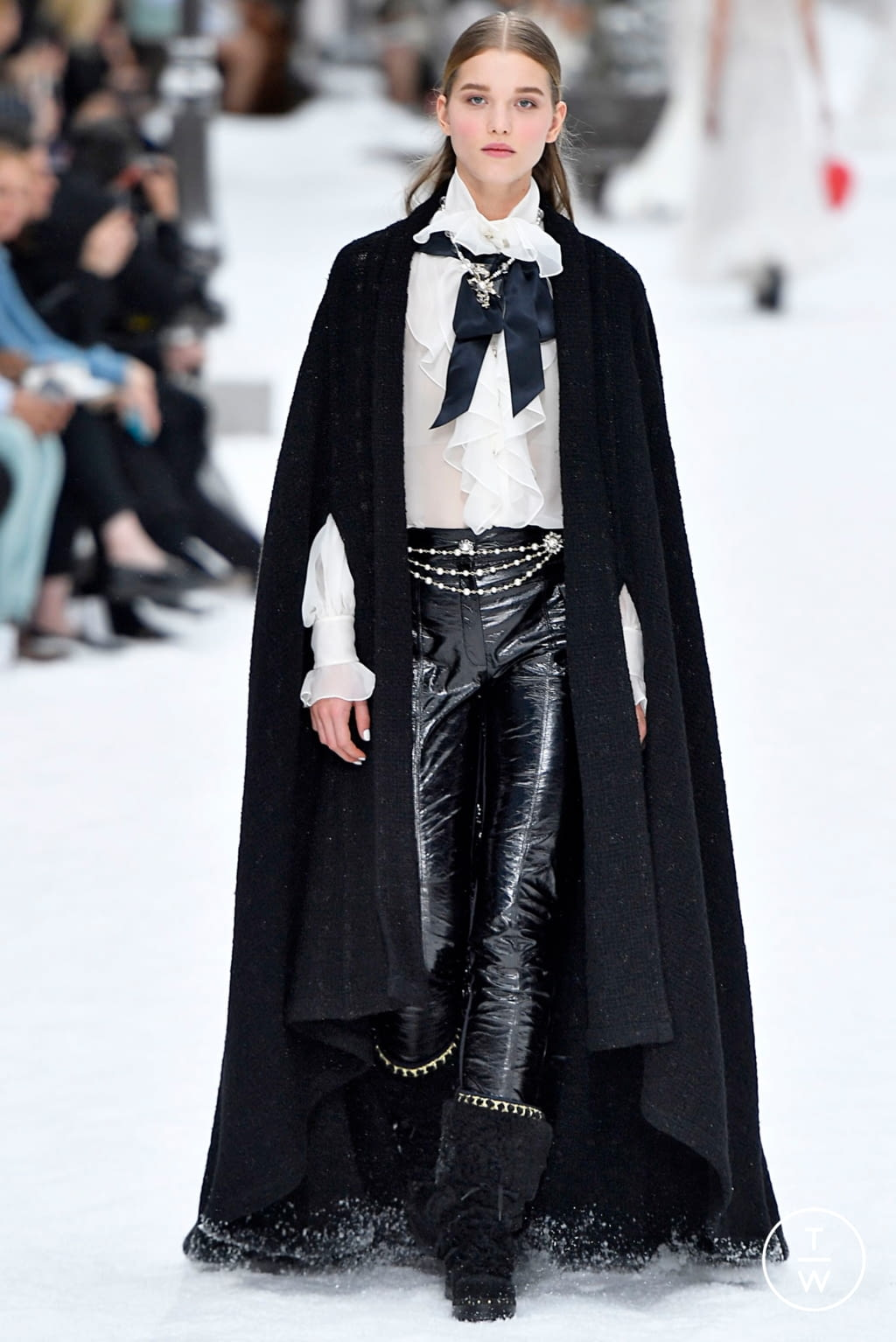 Fashion Week Paris Fall/Winter 2019 look 58 from the Chanel collection womenswear