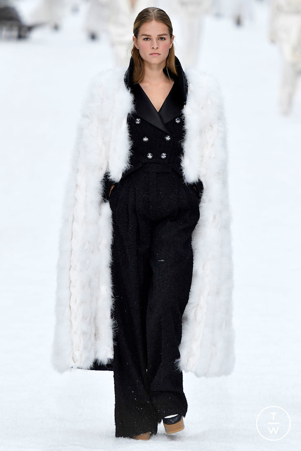 Fashion Week Paris Fall/Winter 2019 look 59 from the Chanel collection womenswear