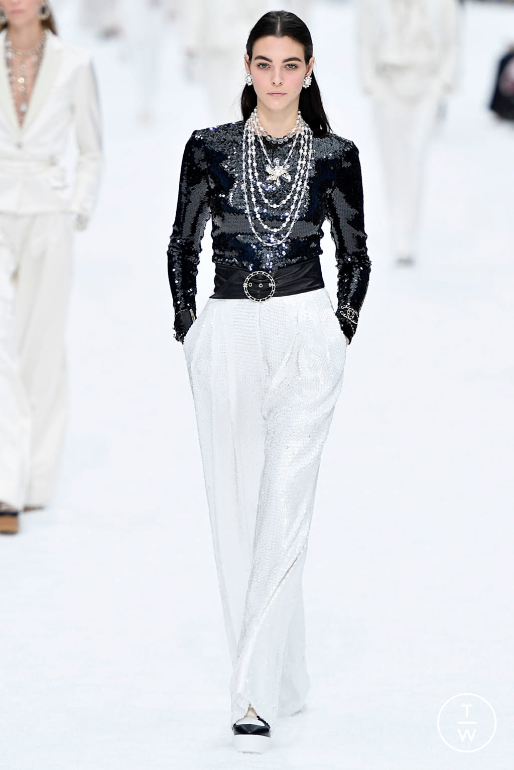 Fashion Week Paris Fall/Winter 2019 look 60 from the Chanel collection womenswear