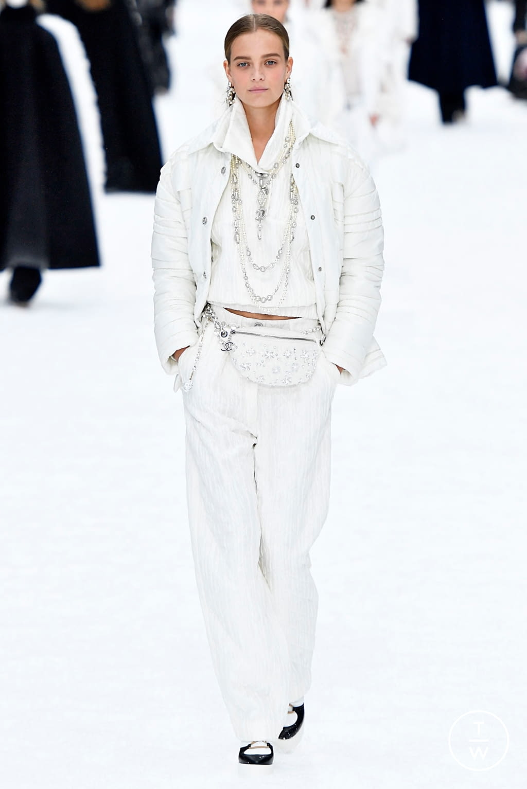 Fashion Week Paris Fall/Winter 2019 look 63 from the Chanel collection womenswear