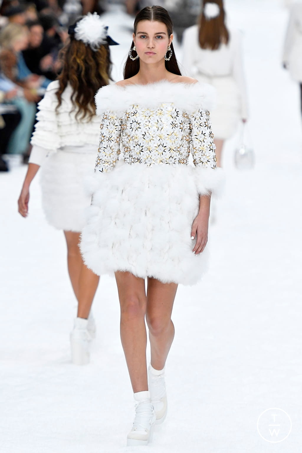 Fashion Week Paris Fall/Winter 2019 look 72 from the Chanel collection womenswear